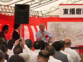 自作の詩を披露する井戸兵庫県知事